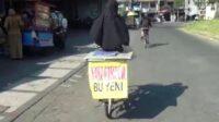 Mengayuh Sepedah Jualan Nasi Untuk Beli Kuota Internet