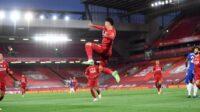 Selebrasi Robert Firmino (tengah) usai mencetak gol pada duel Liverpool vs Chelsea di Premier League 201920. AP Photo