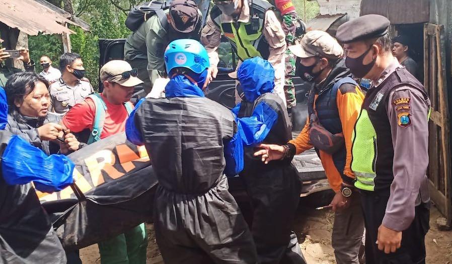 Evakuasi Jenazah Pendaki Gunung Lawu yang Tewas