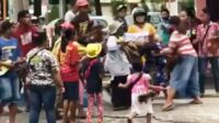 Tangkap Layah Video Emak-emak Pengamen yang Berkelahi