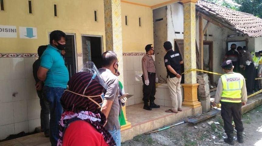 Jenazah Wanita Ditemukan di Kamar Mandi Balai Desa Rembang, Ngadiluwih, Kediri Lintasjatim.com
