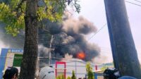 Kebakaran Pabrik Spare Part Kendaraan di Deket Lamongan Lintasjatim.com