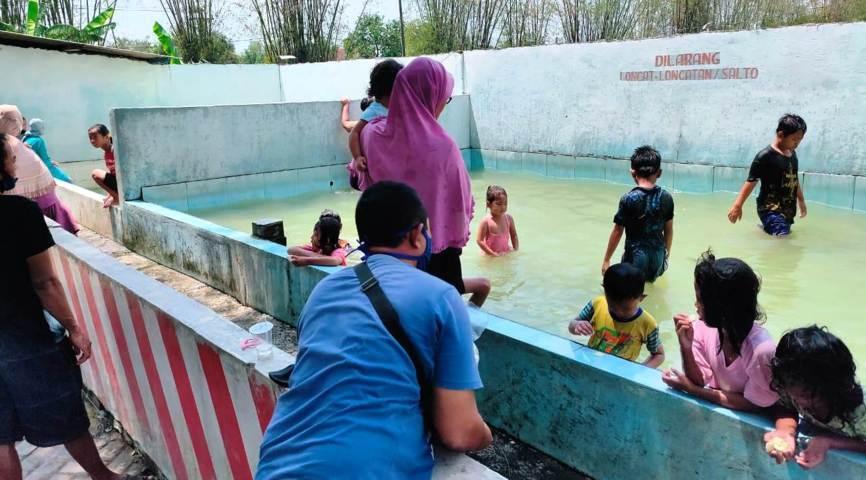 Kolam Pemandian Air Panas Banyu Biru, Gondang, Kecamatan Jatikalen, Kabupaten Nganjuk Lintasjatim.com