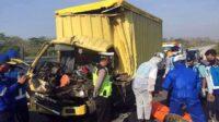 Mobil Boks yang Terlibat Kecelakaan di Tol Madiun-Nganjuk Lintasjatim.com
