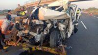 Mobil Toyota Rush yang Hancur Akibat Kecelakaan Beruntun Lintasjatim.com