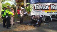 Polisi Melakukan Olah TKP Kecelakaan