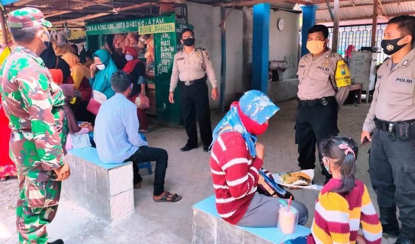 Polisi Saat Melakukan Pemantauan Terhadap Pengunjung Wisata Lintasjatim.com