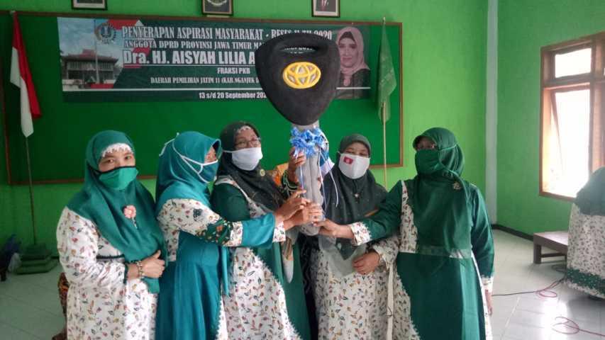 Serah Terima Mobil Operasional Dari Hj. Aisyah Lilia Agustina DPRD Provinsi Jawa Timur Kepada Muslimat NU Lintasjatim.com