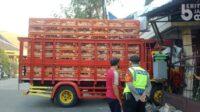 Truk Muat Ayam Potong Menabrak Rumah Warga Lintasjatim.com