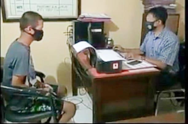 Pelaku Saat Diinterogasi di Kantor Polisi