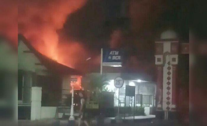 Kebakaran warung nasi di Jalan KH Agus Salim, Kelurahan Sukabumi, Kecamatan Mayangan, Kota Probolinggo.