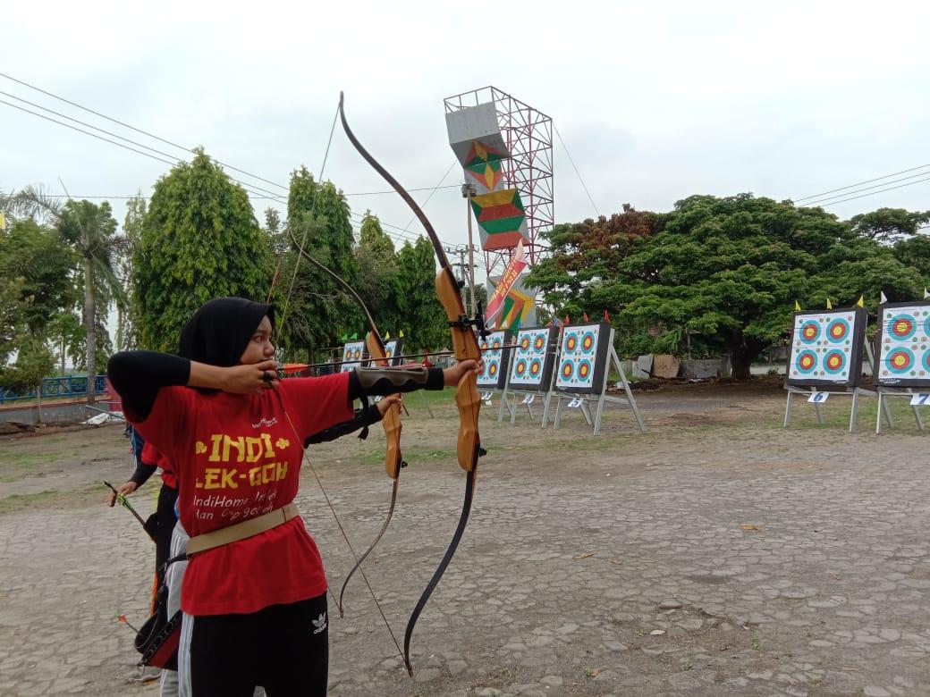 Atlet panahan Bangkalan saat membidik sasaran.