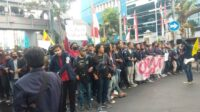 Mahasiswa Universitas Trunojoyo Madura Demo Tolak Omnibus Law