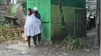 Tangkap Layar Video Nenek Dipukuli Wanita