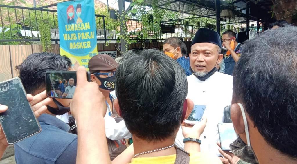 H. Syafiuddin Asmoro DPR-RI saat usai diwawancara.