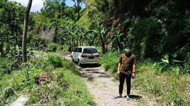 Mobil Tersesat di Area Persawahan di Mojokerto Lintasjatim.com
