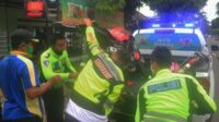 Evakuasi Dilakukan oleh Petugas