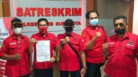 BBHAR PDIP Surabaya menunjukkan surat laporan dari Polrestabes Surabaya Foto Dok. PDIP Surabaya