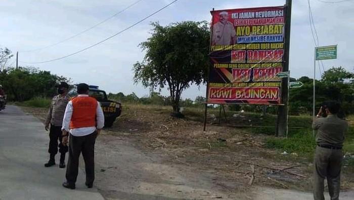 Baliho Viral Penak Jaman PKI