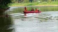 Basarnas Melakukan Pencarian Korban Tenggelam di Sungai Brantas Kediri