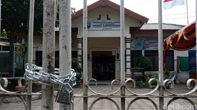 Pintu Gerbang Puskesmas Disegel Kepala Desa