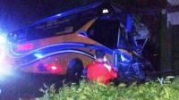 Bus Bagong yang Mengalami Kecelakaan di Papar Kediri