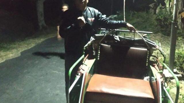 Becak yang penumpangnya tiba-tiba hilang misterius (Foto: Dok. Supri Banyol)